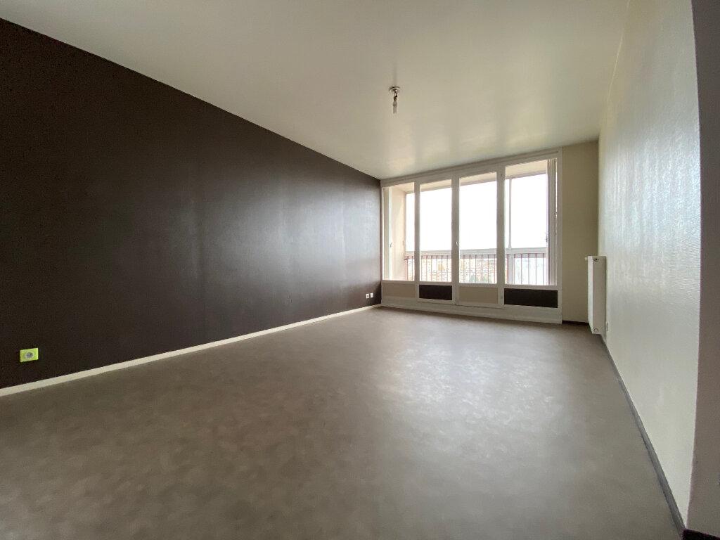 Appartement à louer 3 67.35m2 à Compiègne vignette-1