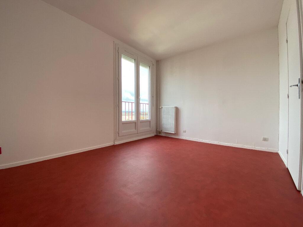 Appartement à louer 3 67.35m2 à Compiègne vignette-6