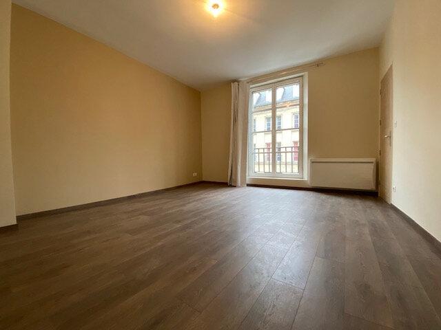 Appartement à louer 4 121.32m2 à Compiègne vignette-2