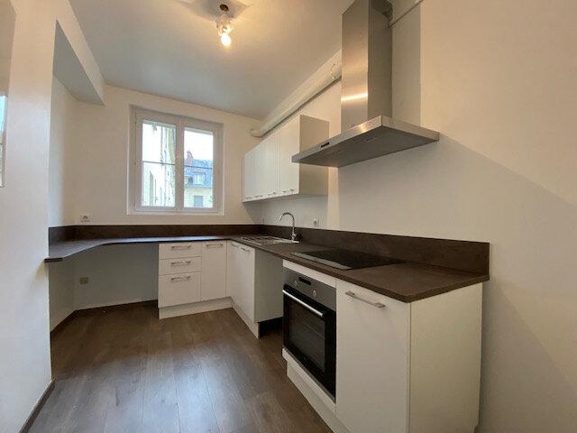 Appartement à louer 4 121.32m2 à Compiègne vignette-3