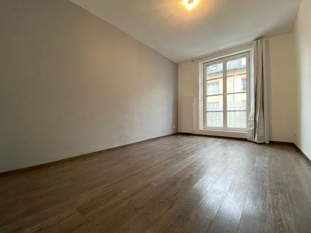 Appartement à louer 4 121.32m2 à Compiègne vignette-5