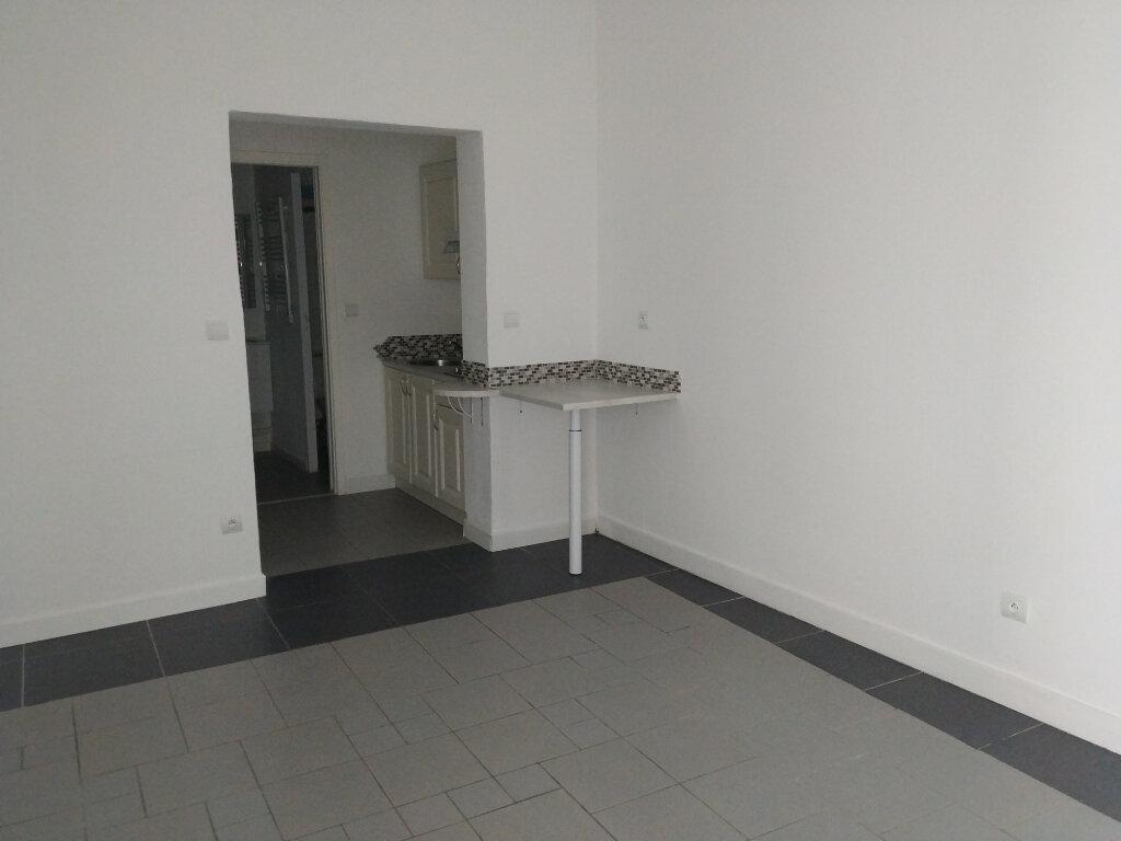 Appartement à louer 1 23.56m2 à Compiègne vignette-6