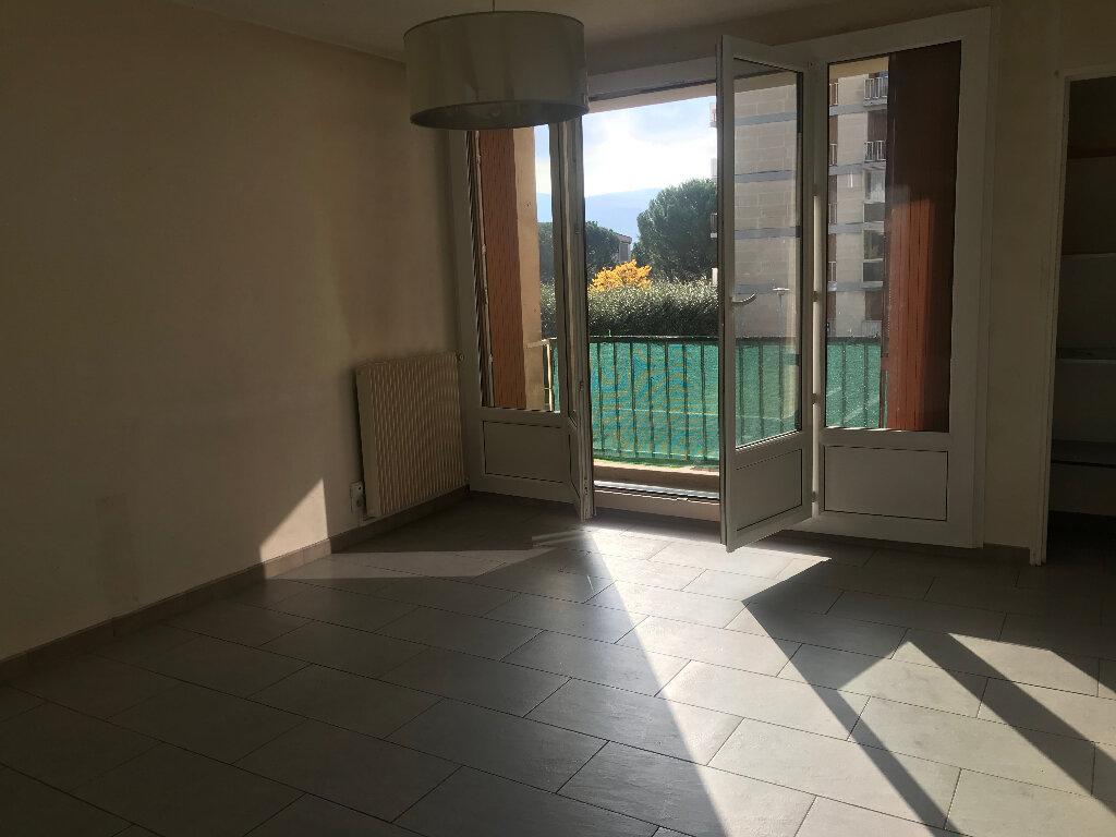 Appartement à louer 3 65m2 à Gardanne vignette-1