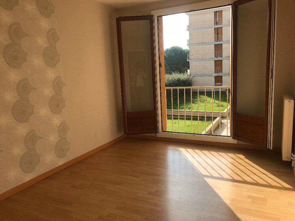 Appartement à louer 3 65m2 à Gardanne vignette-2