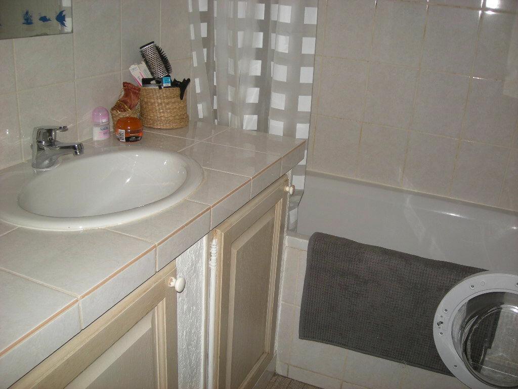 Appartement à louer 3 65m2 à Gardanne vignette-5