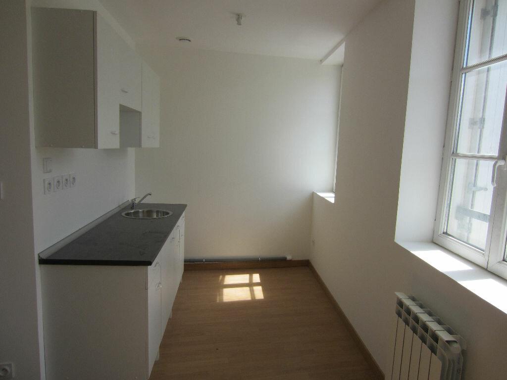 Appartement à louer 2 30m2 à Romorantin-Lanthenay vignette-1