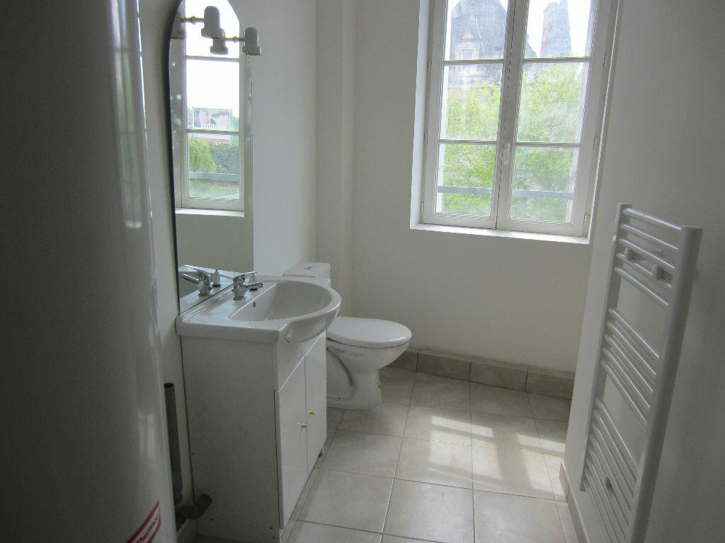 Appartement à louer 2 30m2 à Romorantin-Lanthenay vignette-2