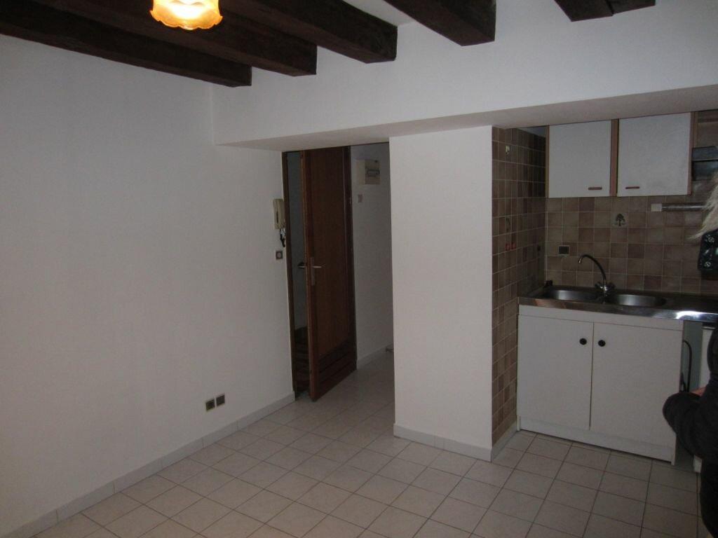 Appartement à louer 1 18m2 à Selles-sur-Cher vignette-2