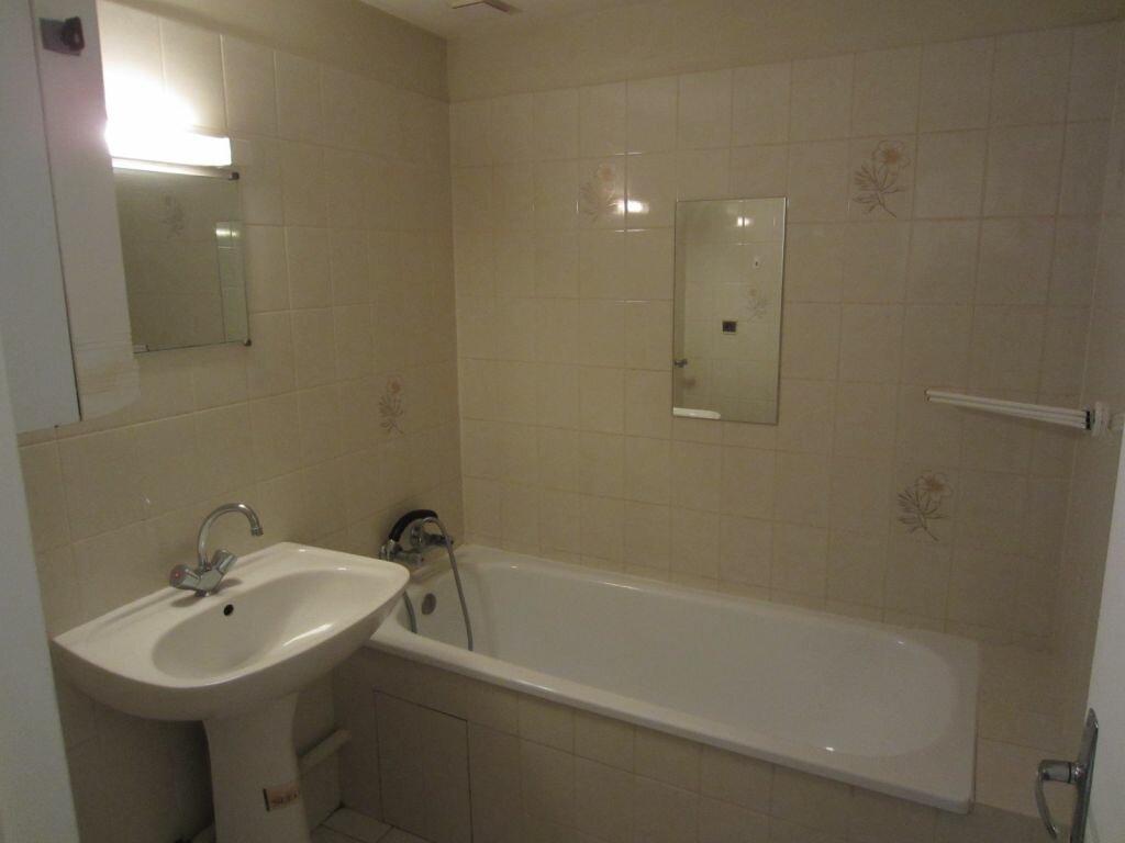 Appartement à louer 1 18m2 à Selles-sur-Cher vignette-3