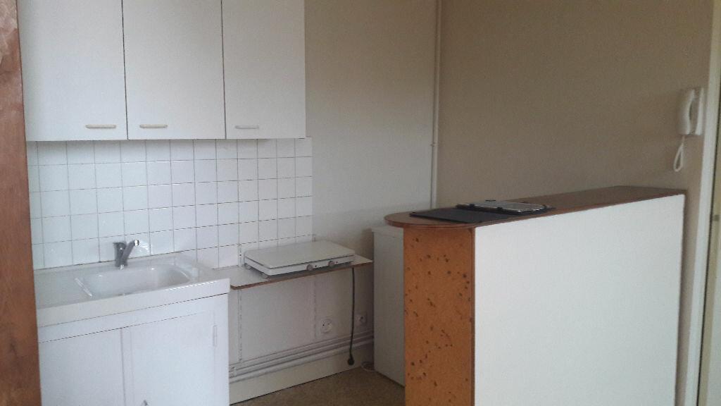 Appartement à louer 1 25m2 à Romorantin-Lanthenay vignette-4