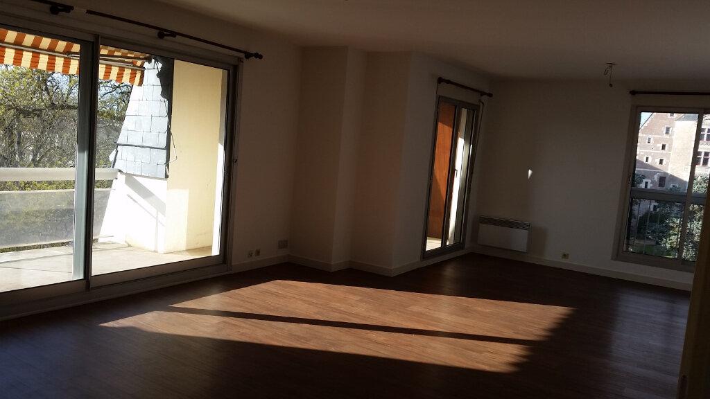 Appartement à louer 4 120m2 à Romorantin-Lanthenay vignette-1
