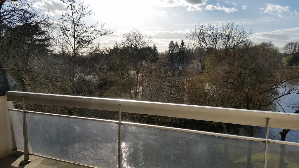 Appartement à louer 4 120m2 à Romorantin-Lanthenay vignette-4
