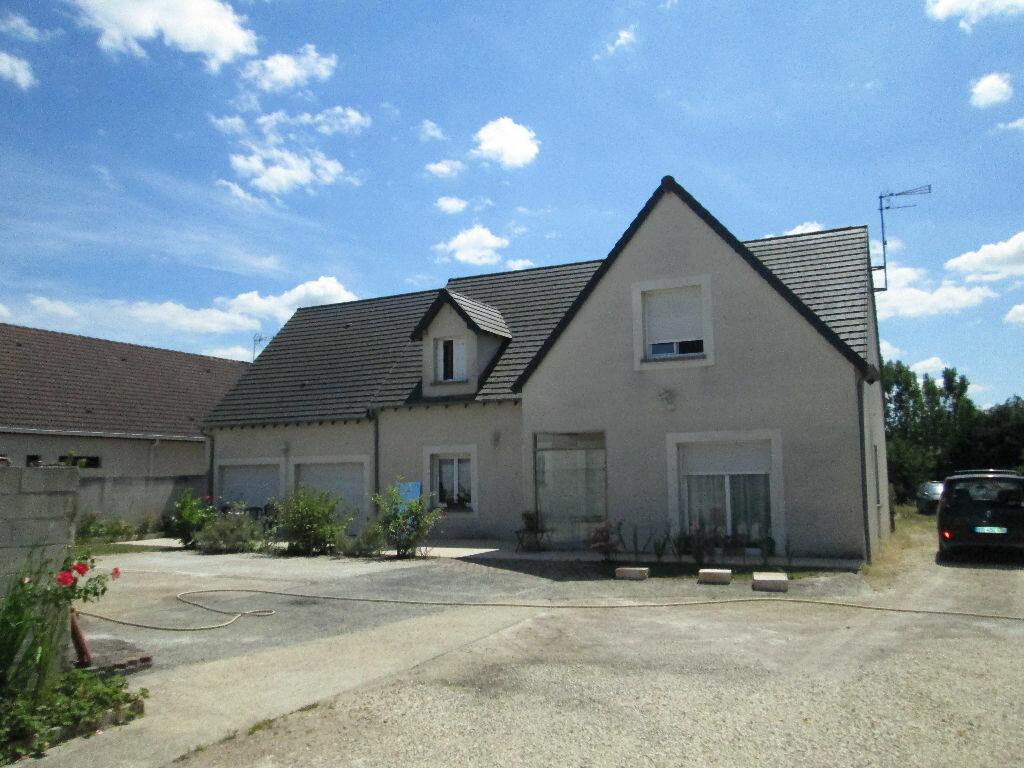 Maison à vendre 7 160m2 à Romorantin-Lanthenay vignette-1
