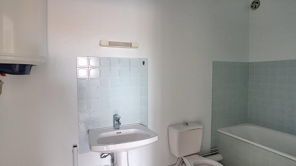 Appartement à louer 1 30m2 à Selles-sur-Cher vignette-2