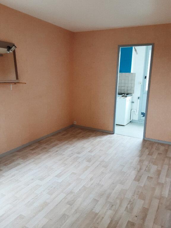 Appartement à louer 2 26m2 à Romorantin-Lanthenay vignette-1