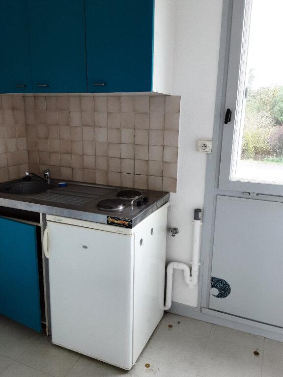 Appartement à louer 2 26m2 à Romorantin-Lanthenay vignette-2
