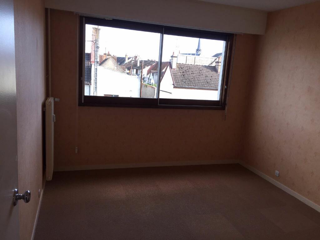 Appartement à louer 4 92m2 à Romorantin-Lanthenay vignette-9