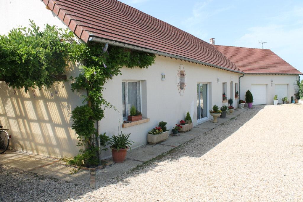 Maison à vendre 8 210m2 à Genouilly vignette-1