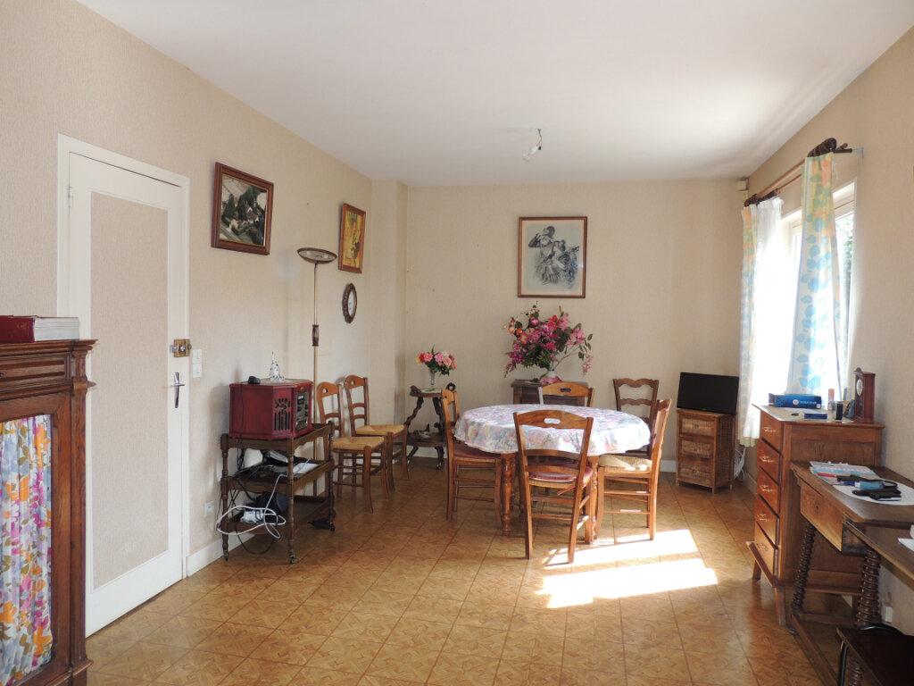 Maison à vendre 5 130.17m2 à Gièvres vignette-7