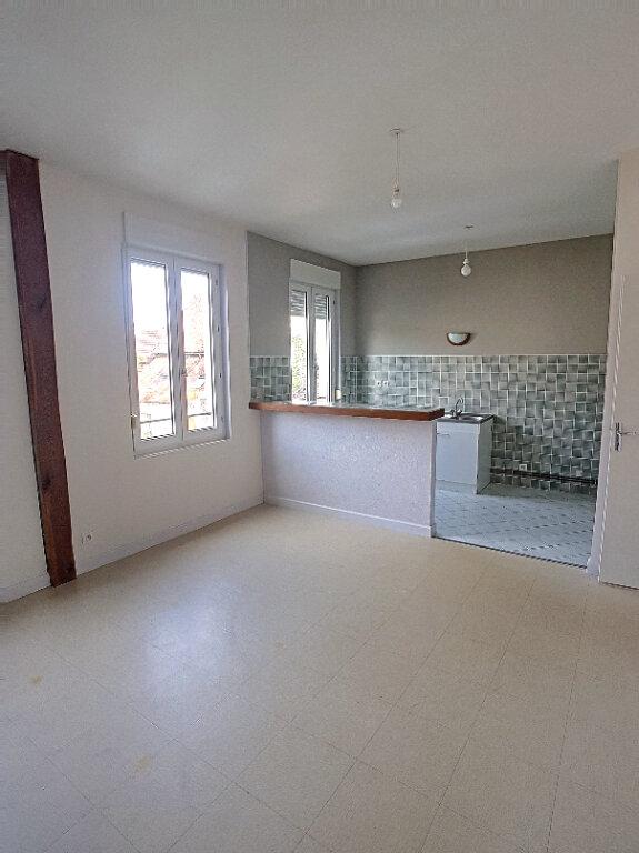 Appartement à louer 3 63.73m2 à Selles-sur-Cher vignette-2