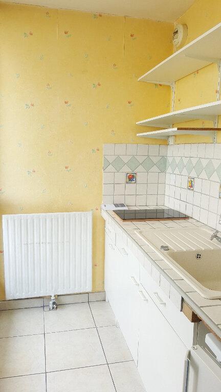Appartement à louer 1 29m2 à Beauvais vignette-2