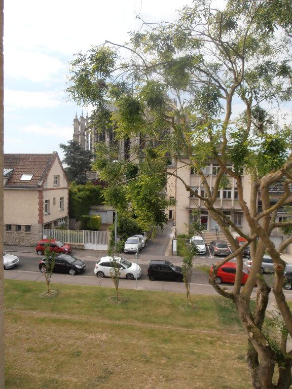 Appartement à louer 3 65.16m2 à Beauvais vignette-1