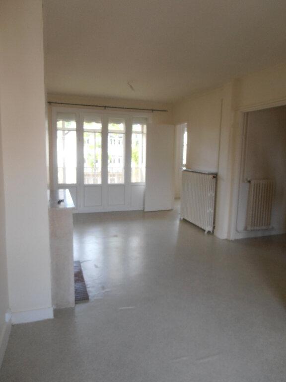 Appartement à louer 3 65.16m2 à Beauvais vignette-2