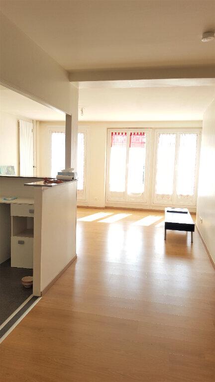 Appartement à louer 3 73m2 à Beauvais vignette-1