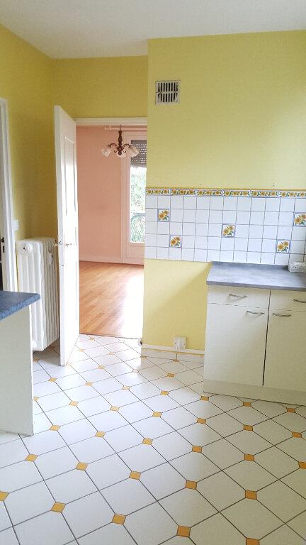 Appartement à louer 3 60.33m2 à Beauvais vignette-1