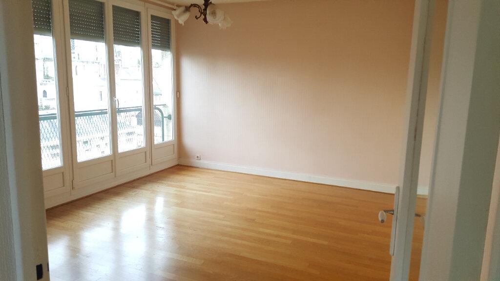 Appartement à louer 3 60.33m2 à Beauvais vignette-2