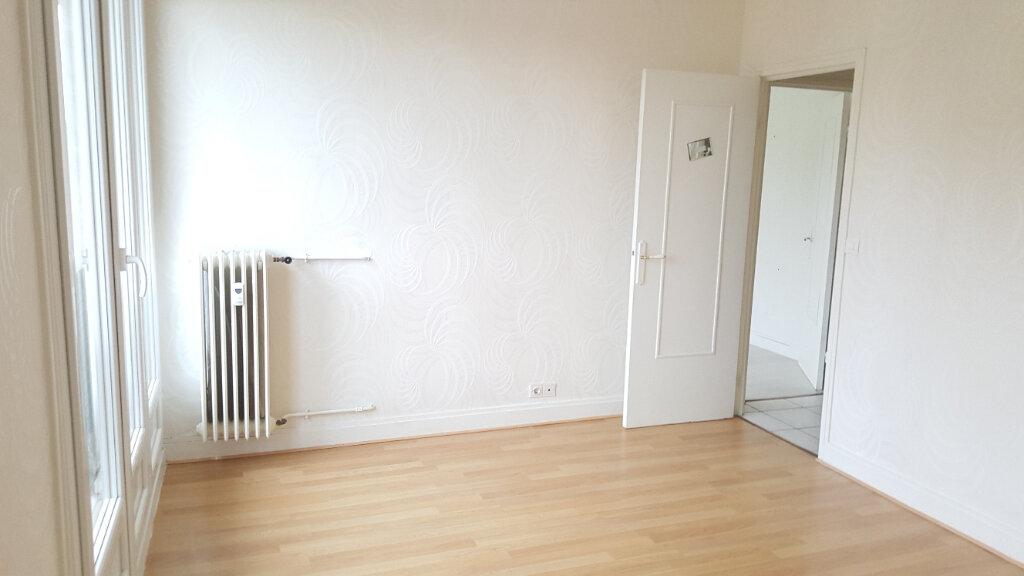 Appartement à louer 3 60.33m2 à Beauvais vignette-3