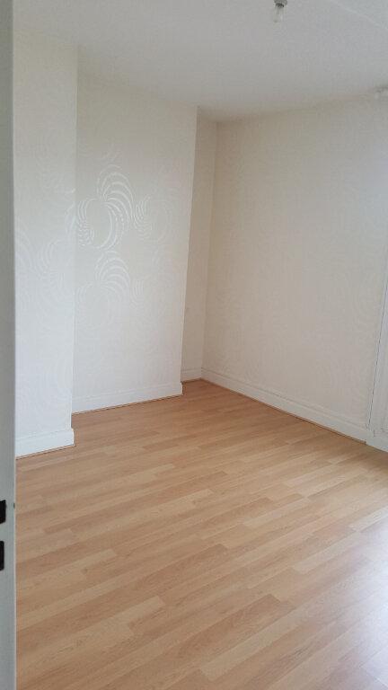 Appartement à louer 3 60.33m2 à Beauvais vignette-5