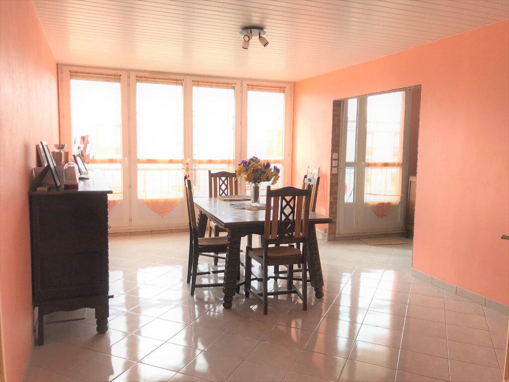 Appartement à vendre 5 101m2 à Beauvais vignette-2