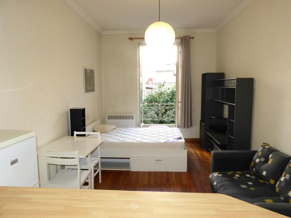 Appartement à louer 1 28.25m2 à Nice vignette-1