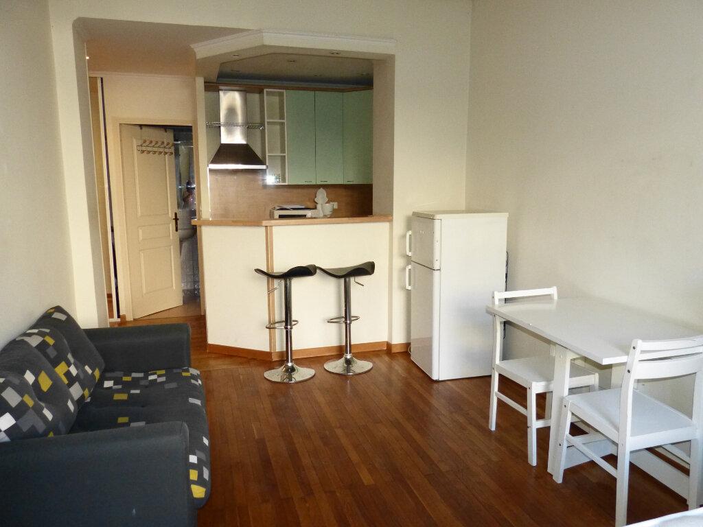 Appartement à louer 1 28.25m2 à Nice vignette-2
