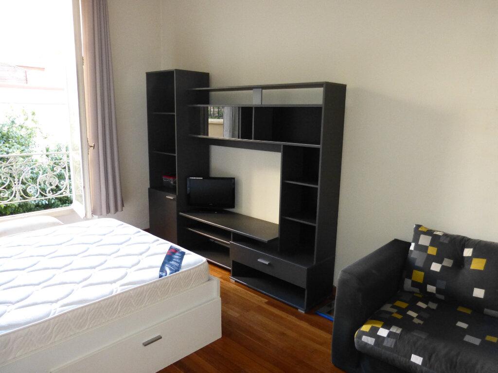 Appartement à louer 1 28.25m2 à Nice vignette-4