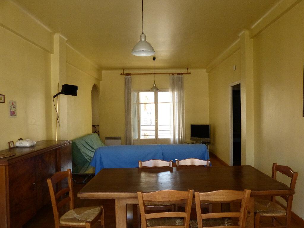 Appartement à louer 3 82.68m2 à Nice vignette-5