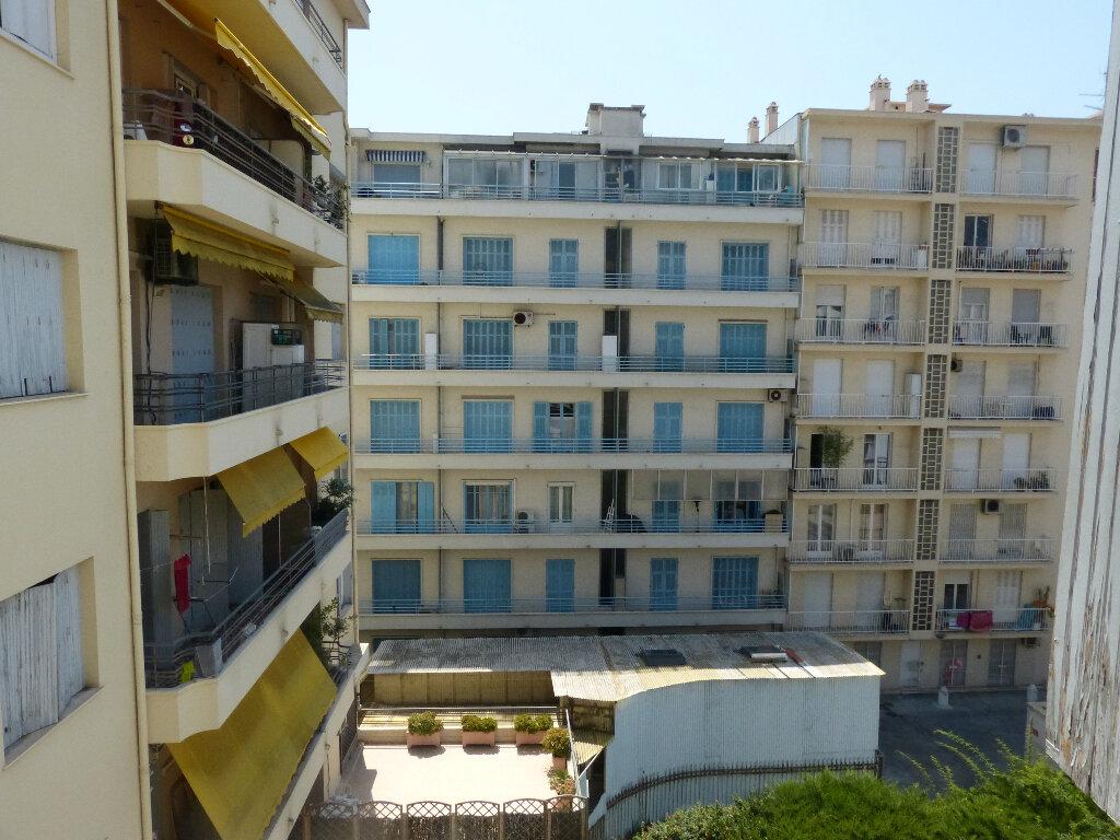 Appartement à louer 3 82.68m2 à Nice vignette-16