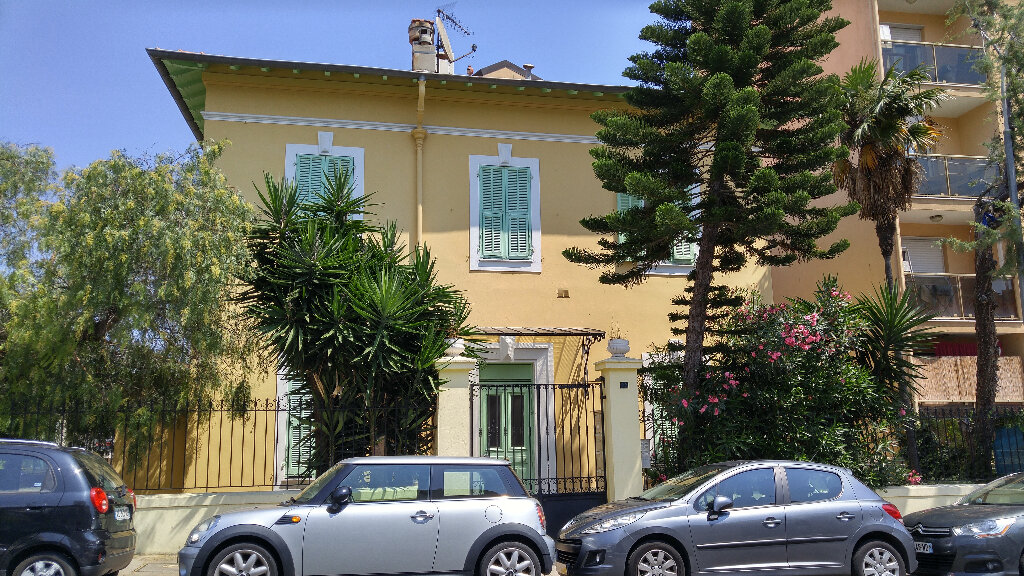 Appartement à louer 2 25.41m2 à Nice vignette-1