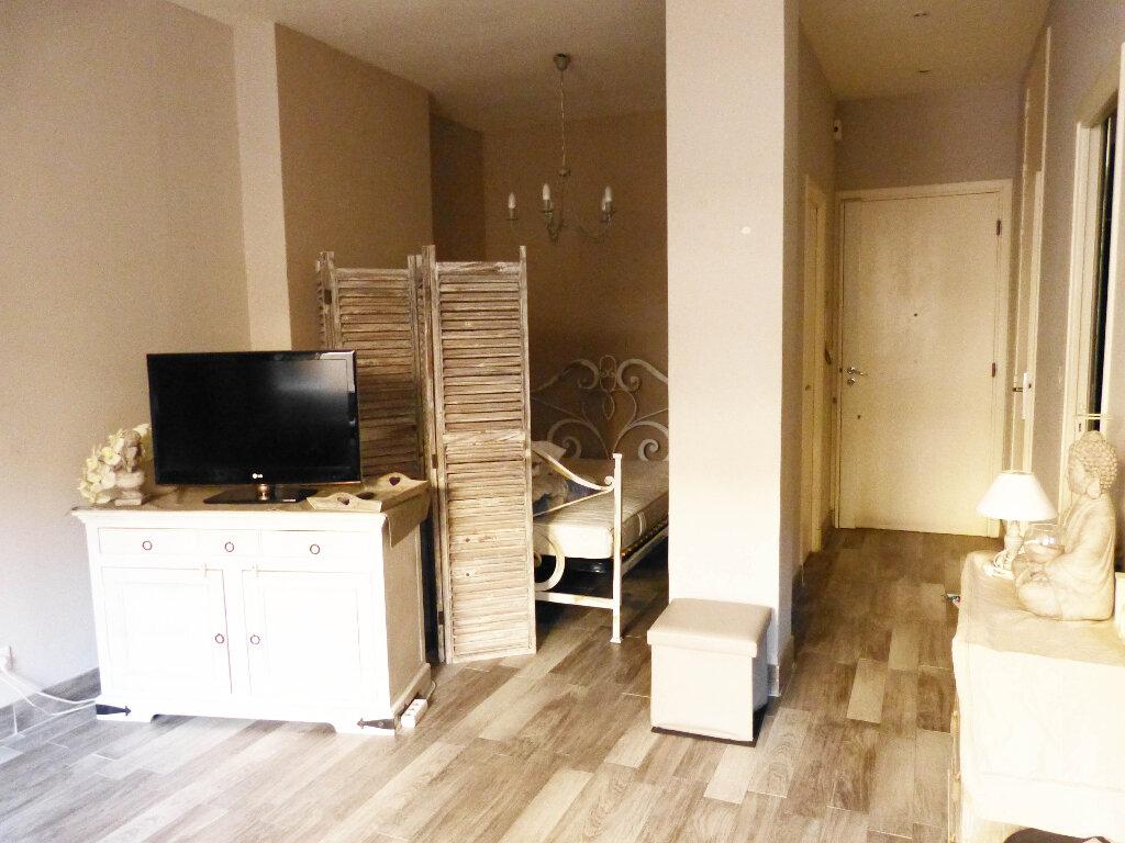 Appartement à louer 1 35.9m2 à Nice vignette-1