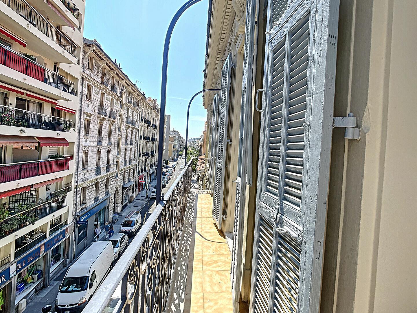 Appartement à louer 2 66.56m2 à Nice vignette-3