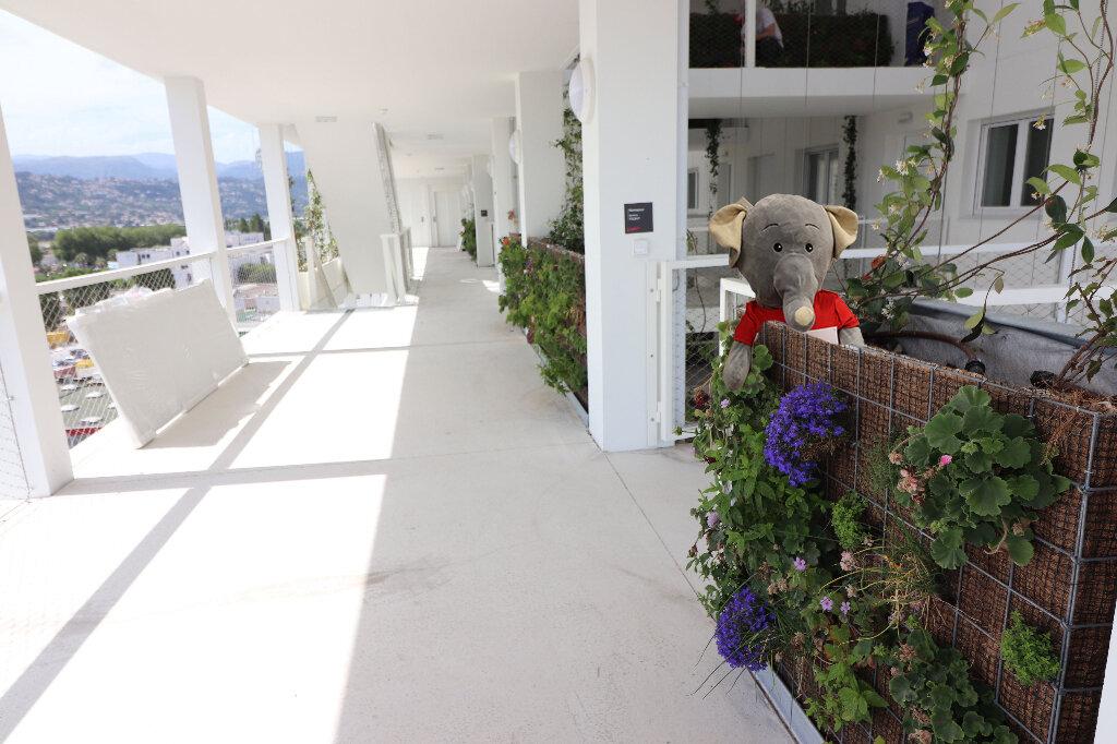 Appartement à louer 3 65.2m2 à Nice vignette-1