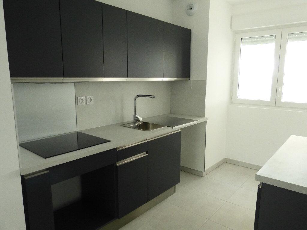 Appartement à louer 3 65.2m2 à Nice vignette-3