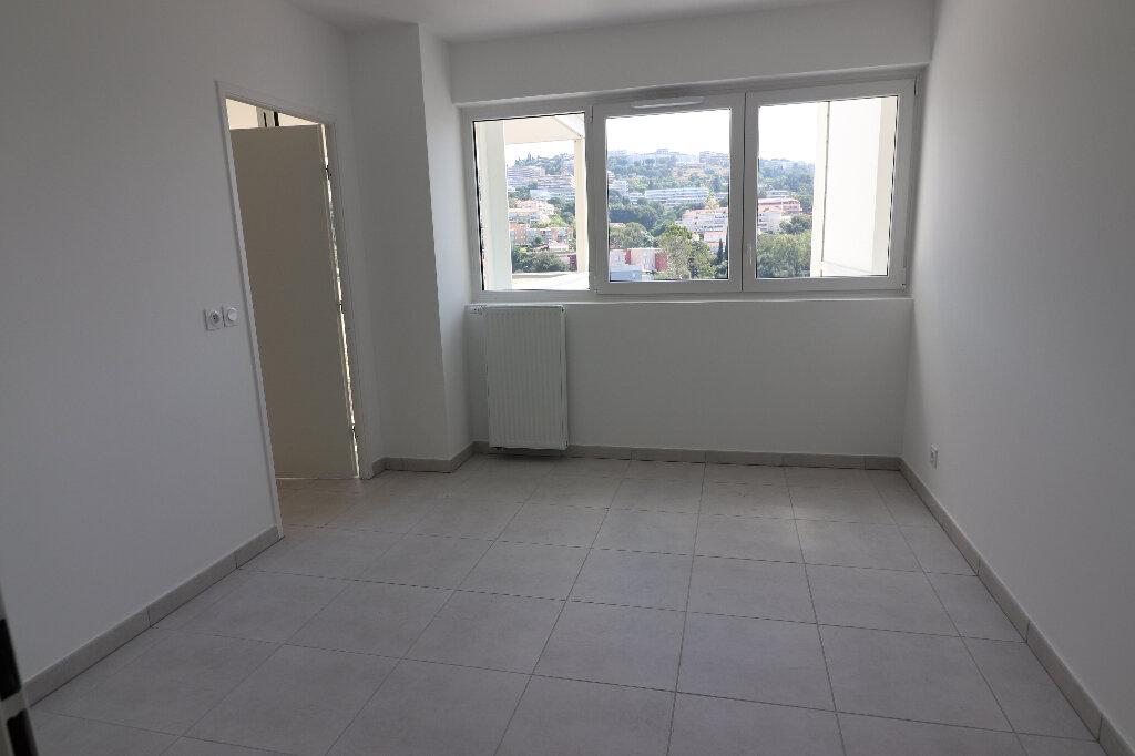 Appartement à louer 3 65.2m2 à Nice vignette-7