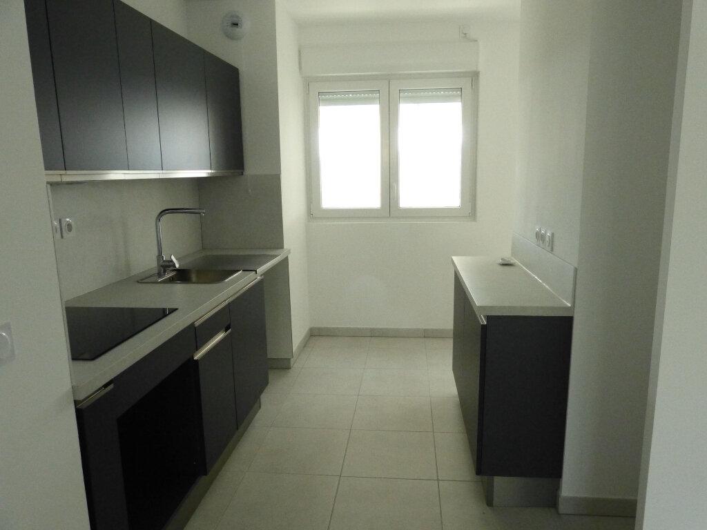 Appartement à louer 3 65.2m2 à Nice vignette-8