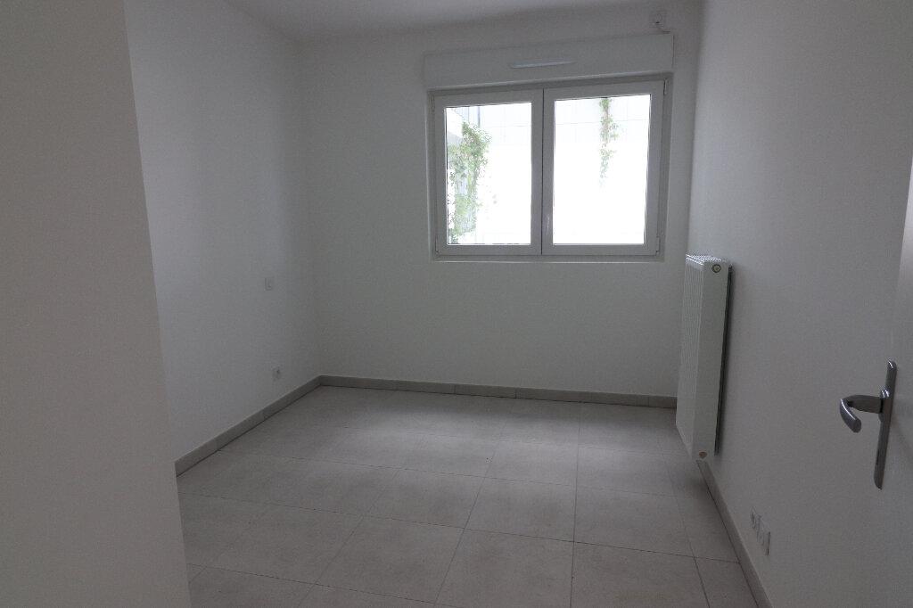 Appartement à louer 3 65.2m2 à Nice vignette-13