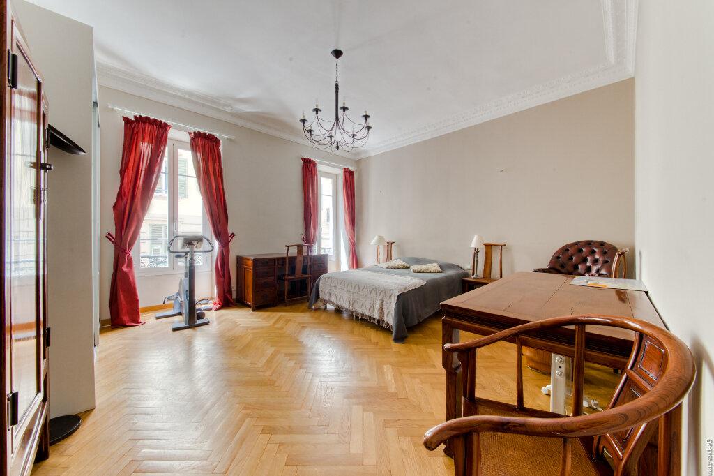 Appartement à louer 4 131.4m2 à Nice vignette-3