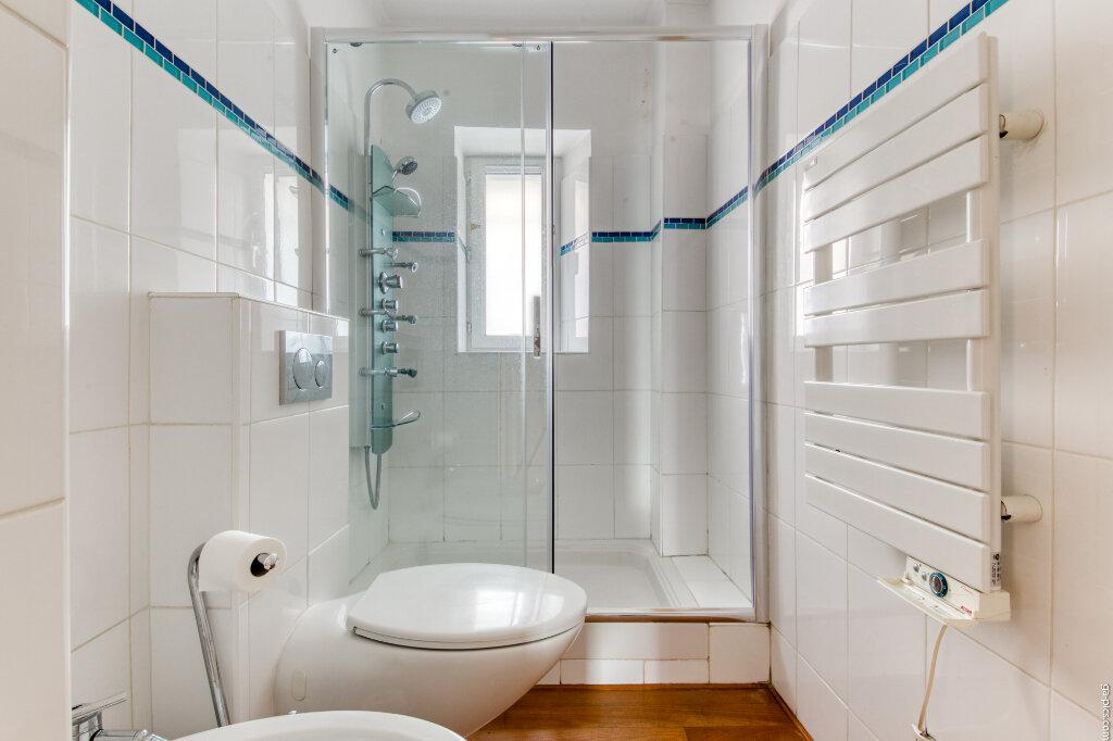 Appartement à louer 4 131.4m2 à Nice vignette-6