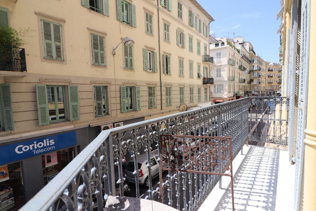 Appartement à louer 4 131.4m2 à Nice vignette-7