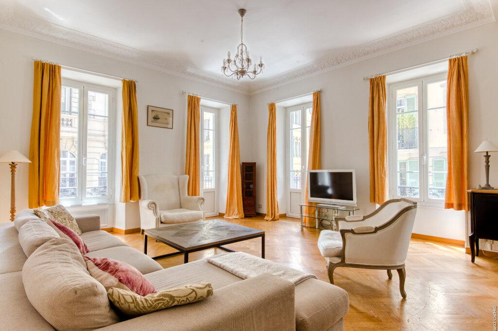 Appartement à louer 4 131.4m2 à Nice vignette-8